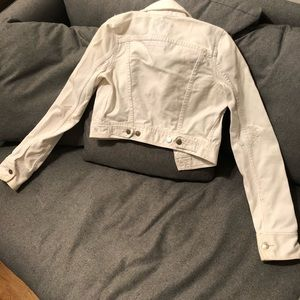 White cropped A&F Abercrombie jean jacket